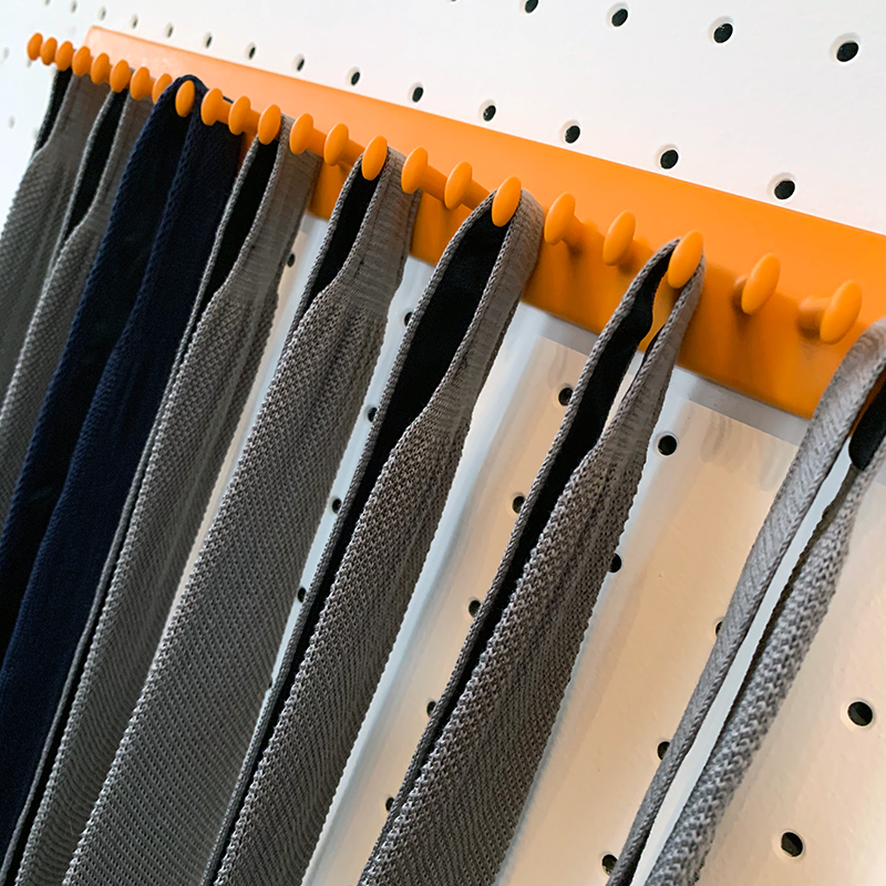 Takataka - fixed tie rack - 25 hooks - orange 3